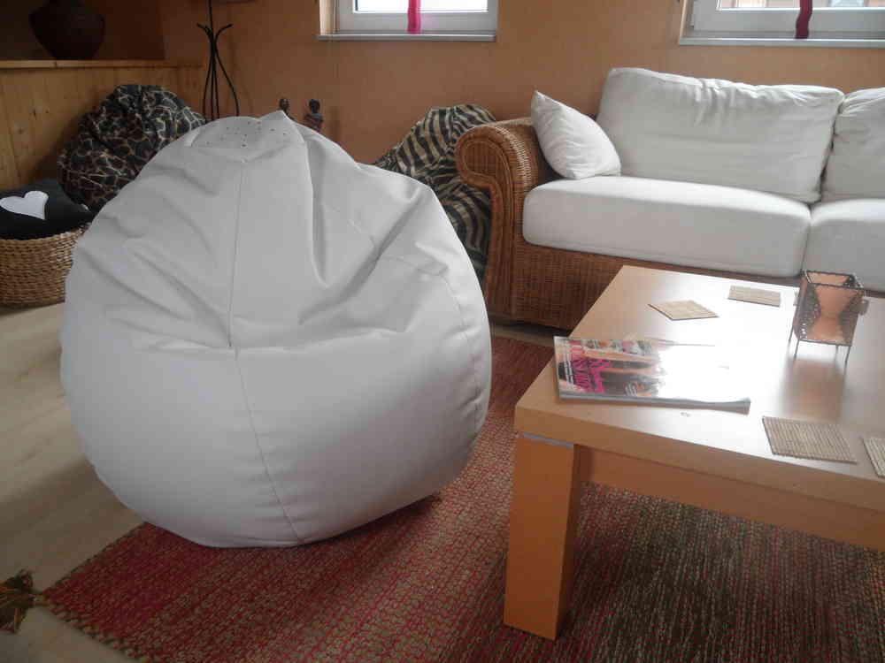 Sitzsack Aus Leder sitzsack lederoptik weiß mit microperlen gefüllt